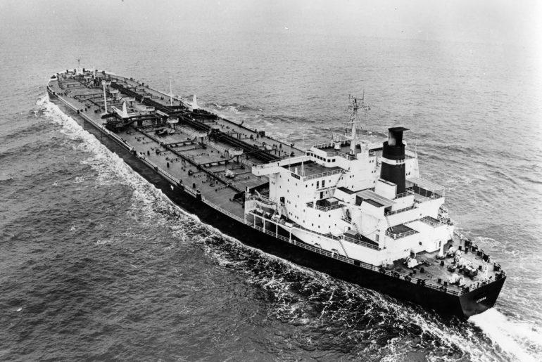 O super-petroleiro NEIVA, a navegar em 1977 (imagem do blog a ver navios)