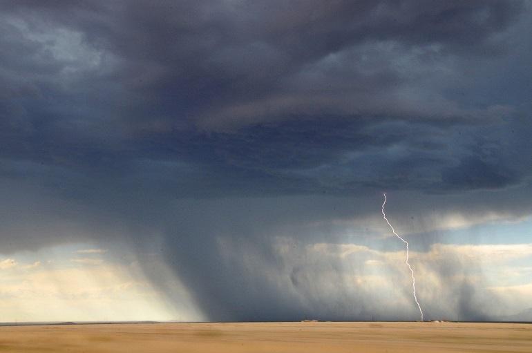 A Terra é irrigada principalmente pelo Mar. Da superfíciedo mar evapora-se a água, que origina as nuvens e destas surge a chuva.
