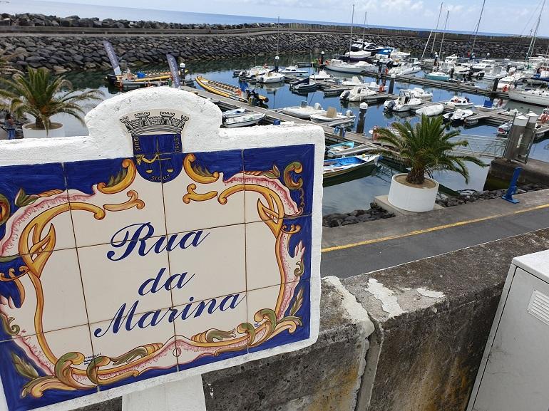 A pequena marina de Vila Franca do Campo, na ilha de S. Miguel, Açores (imagem João Gonçalves)
