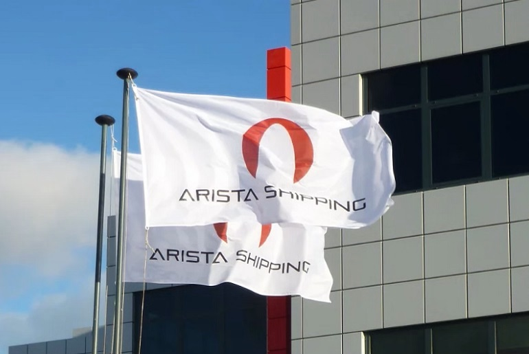Bandeiras da Arista Shipping, junto aos escritórios no Beloura Office Park, em Sintra. (imagem Arista Shipping)