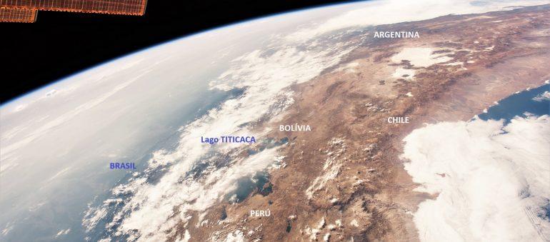 O Lago TITICACA e a costa do Chile, vistos pelo astronauta da NASA Scott Kelly, a partir da ISS, em 2015 (NASA Scott Kelly)