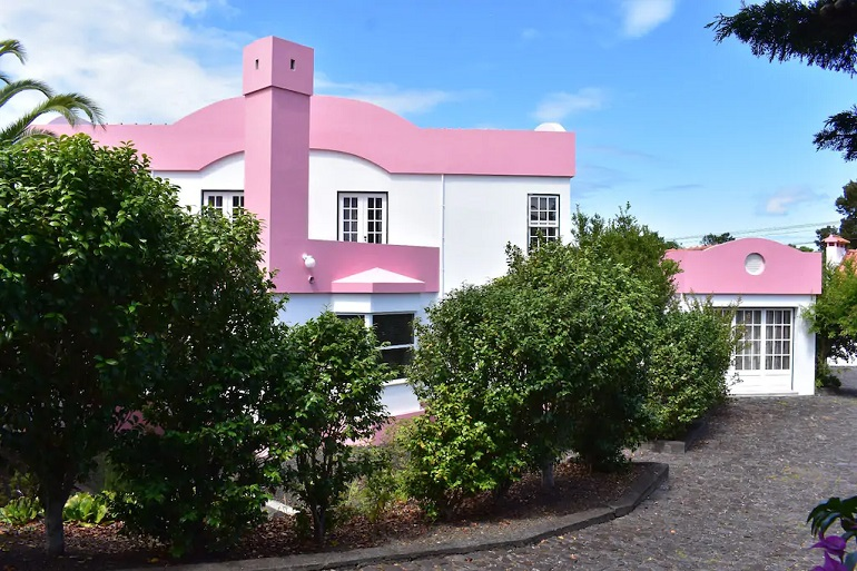 O grupo saiu da Pink House na rua do Colégio. (imagem Casa Cor de Rosa)