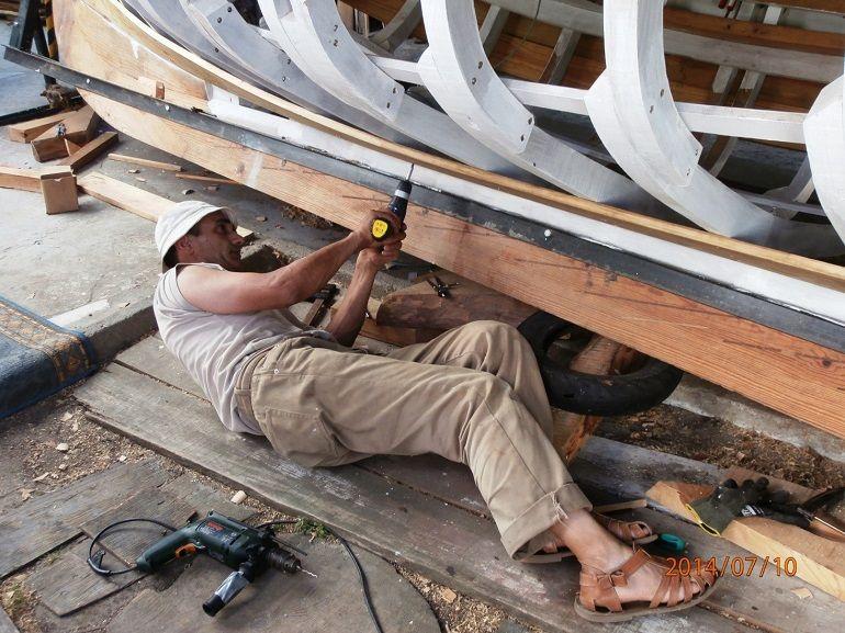 Fixação das tábuas; utilizando parafusos aço inox ST316 em lugar de pregos (imagem Eng. Rui Nunes) (2)