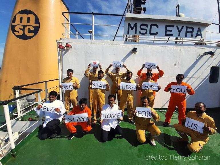 Marítimos, retidos a bordo do porta-contentores MSC EYRA, enviam uma mensagem de solidariedade à população mundial. (créditos na imagem)