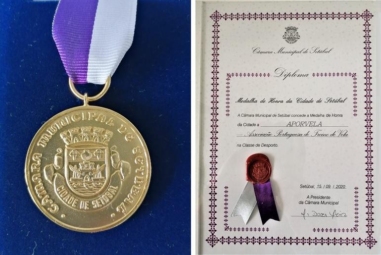 A medalha de Honra e o diploma concedidos pela Cidade de Setúbal à Aporvela