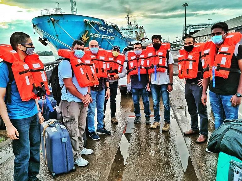 Uma tripulação feliz por ter sido rendida em Cochim, Índia (imagem @hesler_alex)