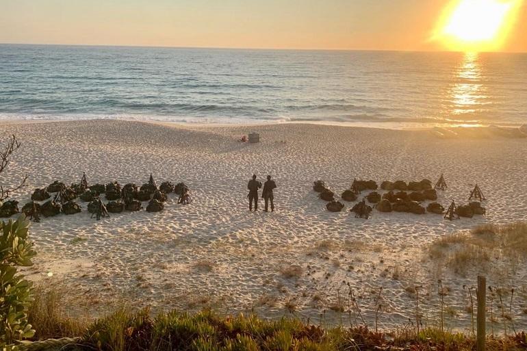 O Sol nasce sobre a Praia do Albarquel (imagem MGP)