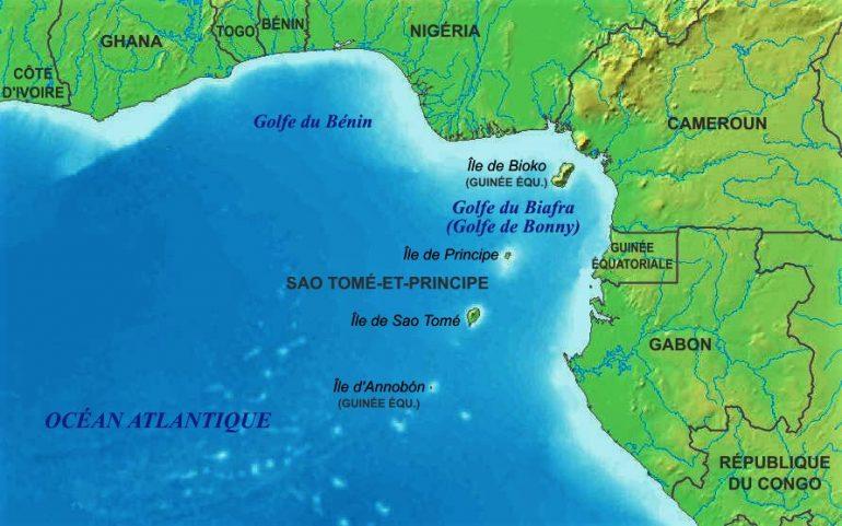 A costa do Golfo da Guiné é partilhada (de noroeste para sudeste) pela Costa do Marfim, o Gana, o Togo, o Benim, a Nigéria, os Camarões, a Guiné Equatorial e o Gabão (costa norte). No golfo, encontram-se as ilhas de Bioko e Ano Bom, que fazem parte da Guiné Equatorial, e as ilhas de São Tomé e Príncipe. Três grandes rios desaguam no Golfo da Guiné, a saber, o Niger, o Volta e o Congo. (Wikimedia commons)