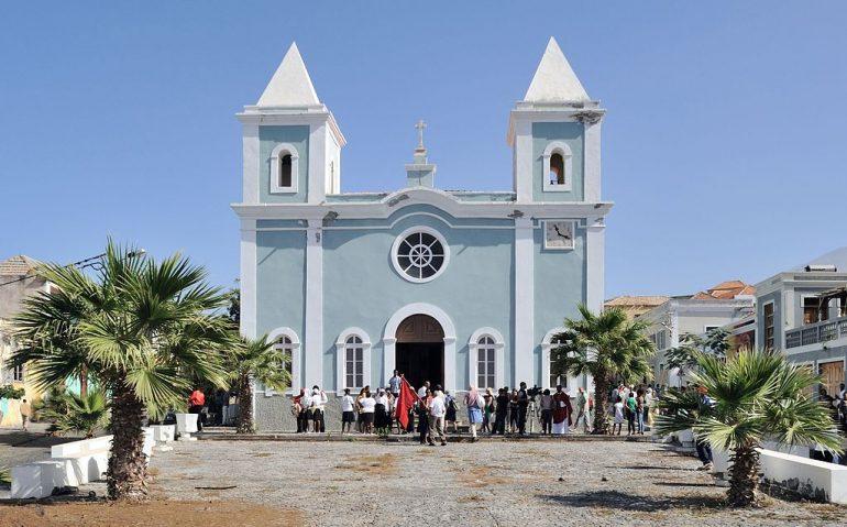 Igreja de Nossa Senhora da Conceição, em S. Filipe, ilha do Fogo (imagem Cayambe, Wikimedia)