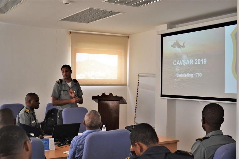 Militares da GC durante o debriefing do Exercicio CAVSAR 2019 (imagem Mar. João Tavares, GCCV)