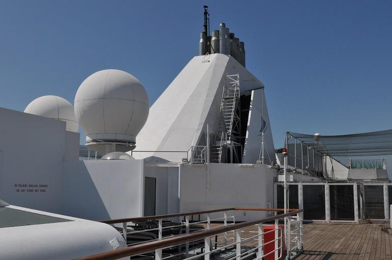 Pormenor da chaminé e algumas antenas satélite do VASCO DA GAMA (imagem Luís Miguel Correia)