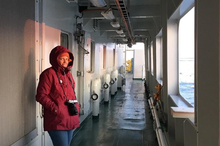 Ana Hilário a bordo do navio de pesquisa quebra-gelos KRONPRINS HAAKON, do Instituto Polar Norueguês (imagem Ana Hilário)