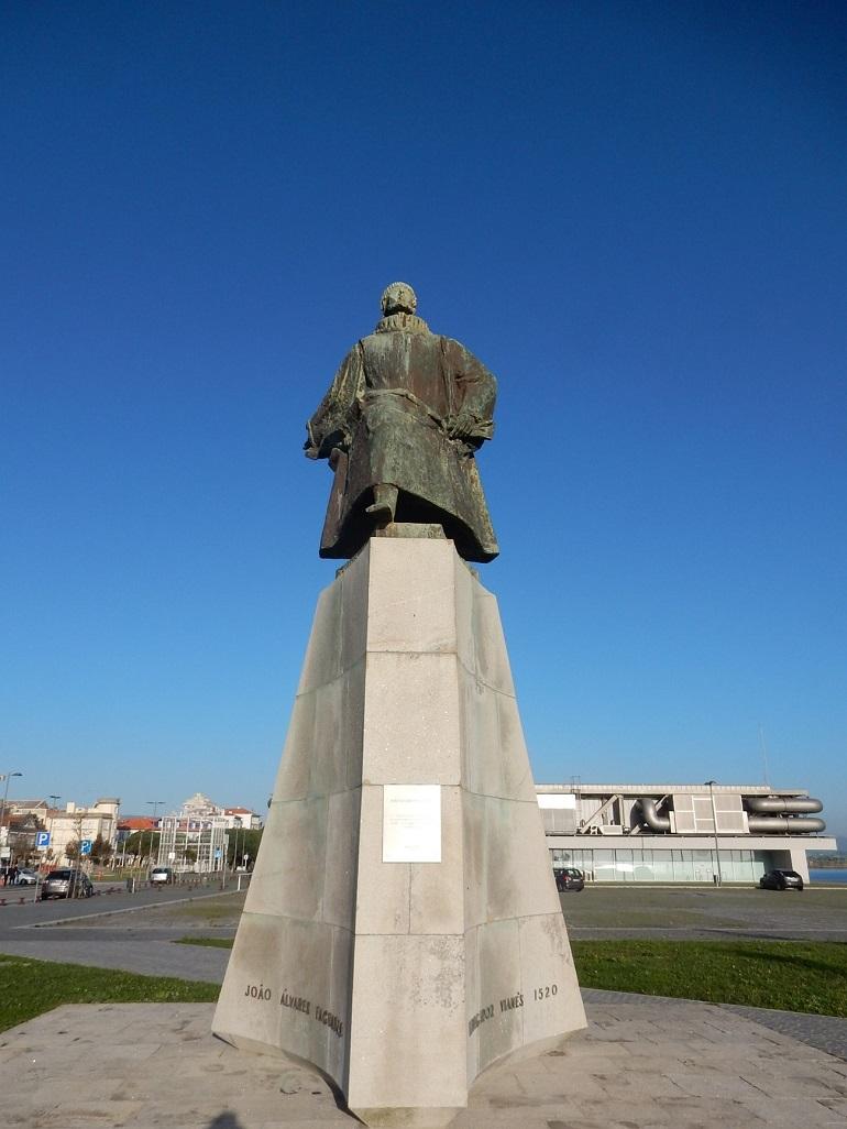 O monumento a João Álvares Fagundes navegador vianês (1520) em Viana do Castelo (imagem do autor)