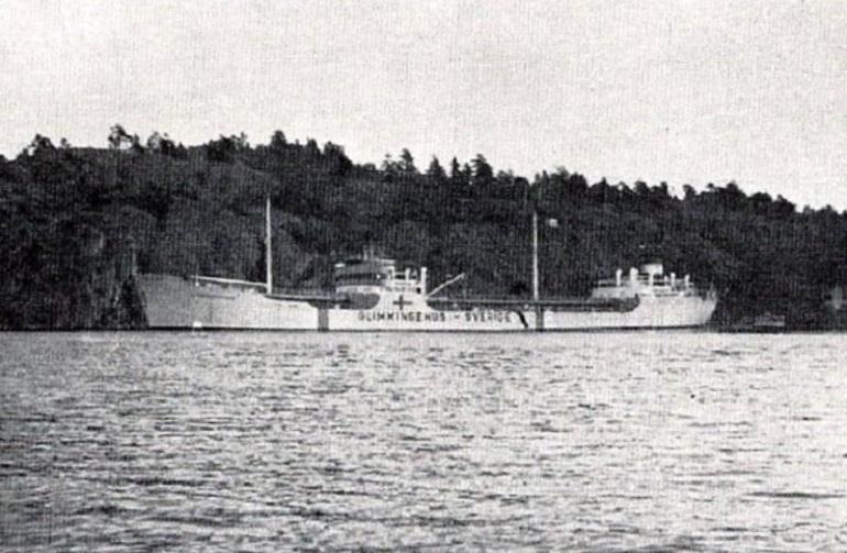 O navio como armazém tanque flutuante de produtos petrolíferos ao serviço da refinaria de Karlshamm, na Suécia. (imagem do http://www.varvshistoria.com)