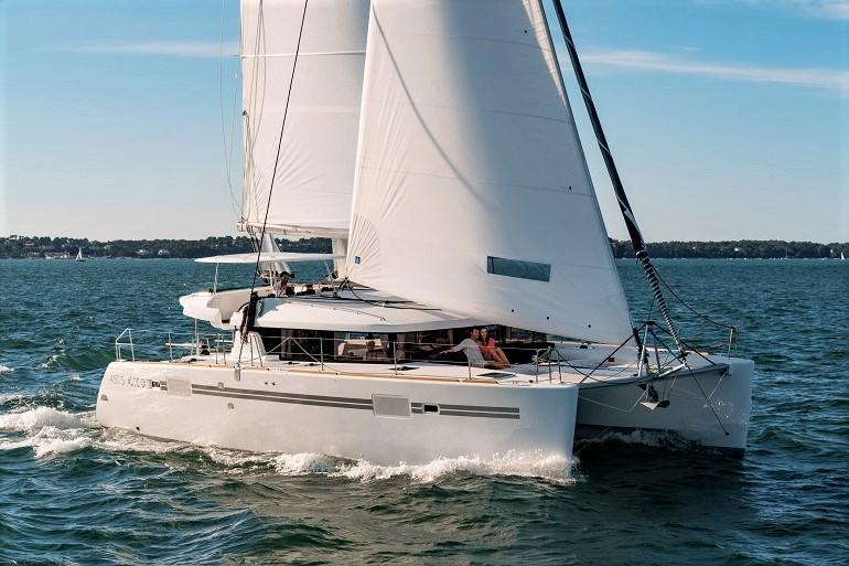 Um catamaran Lagoon 450 (imagem cata-lagoon.com)
