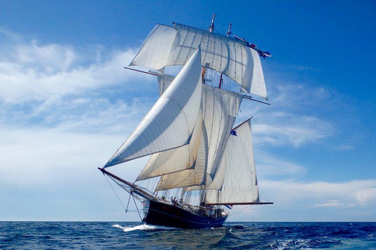 Uma maravilhosa imagem da WYLDE SWAN a navegar a todo o pano (imagem de Thomas Van Es)