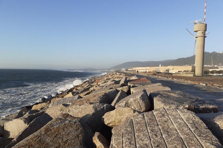 Vista do molhe de Sul para Norte, após a reparação. (imagem do autor)
