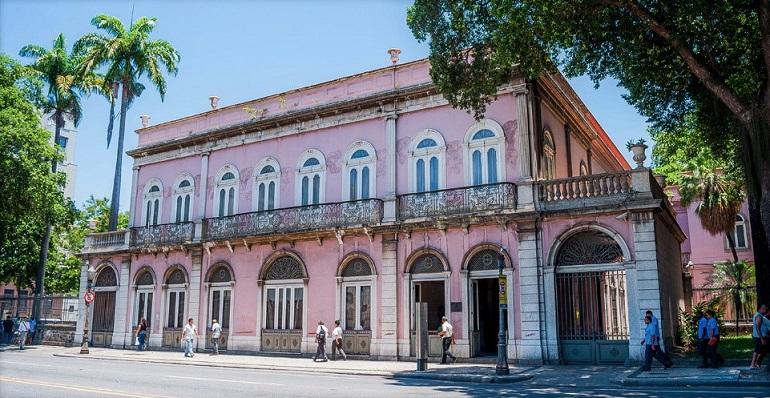 Fachada neoclassica na Av. Marechal Floriano (imagem guiaculturalcentrodorio)