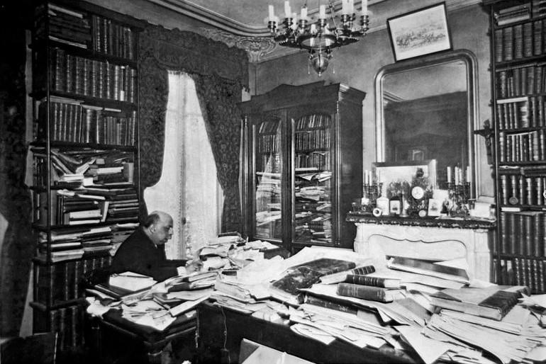 Juca Paranhos na sua biblioteca em Paris em 1898