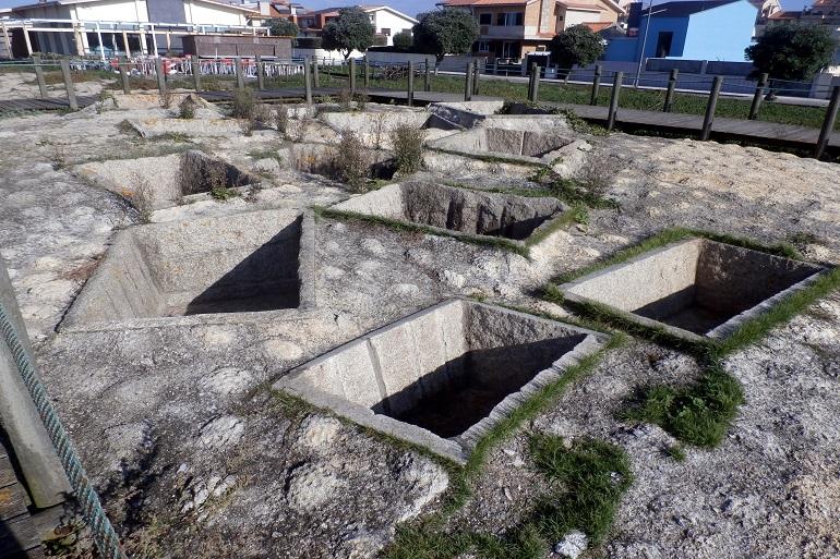 Os tanques romanos de salga de peixe de Angeiras (imagem Reinaldo Delgado)