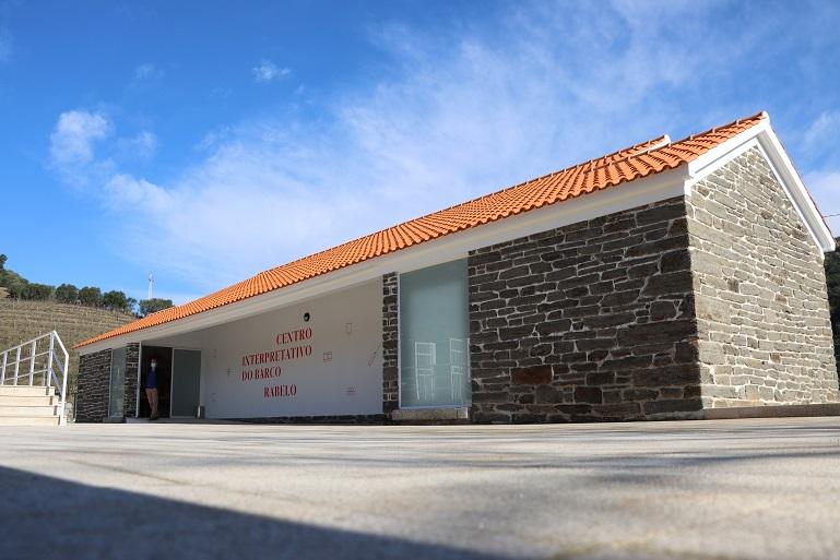 O Centro Interpretativo do Barco Rabelo está instalado numa antiga escola primária do lugar da Rede (imagem CM Mesão Frio)