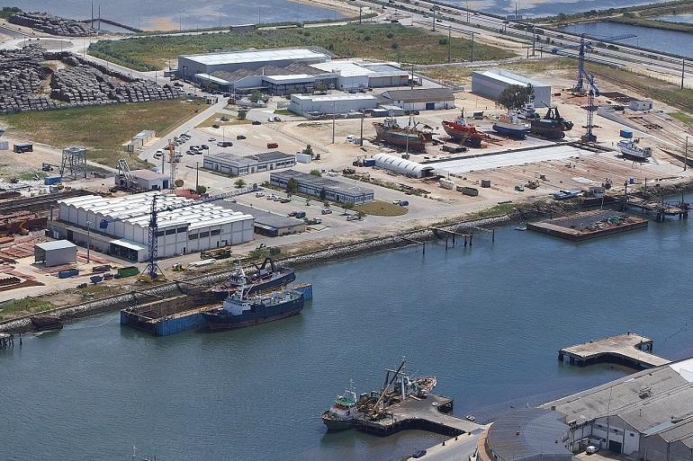O estaleiro da Navalria, em Aveiro, recentemente certificado para trabalhos de reciclagem de navios (imagem Navalria)