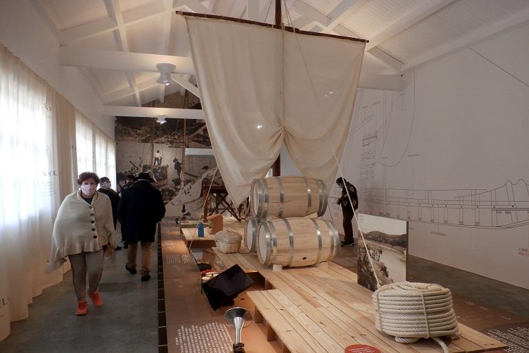 Os visitantes percorreram com interesse a exposição (imagem Reinaldo Delgado)