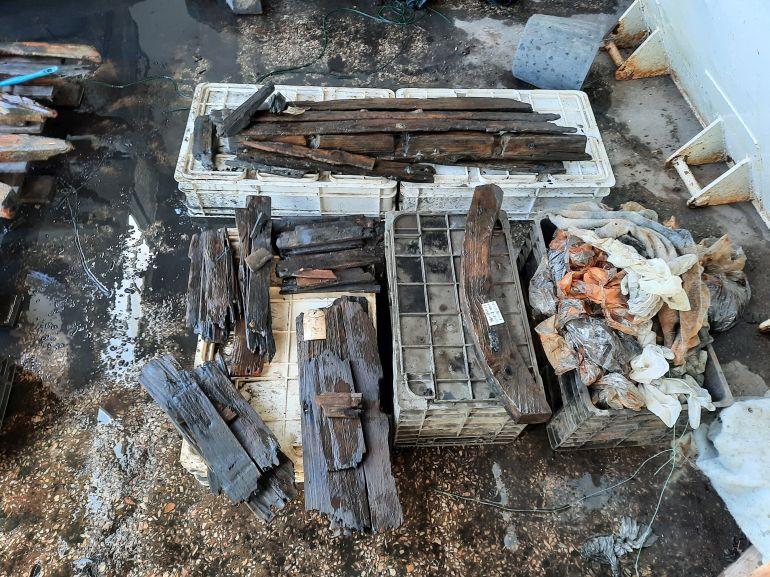 Fig.5 - Conjunto de peças já lavadas e em processo de secagem para passarem à fase de registo (imagem Brígida Baptista)
