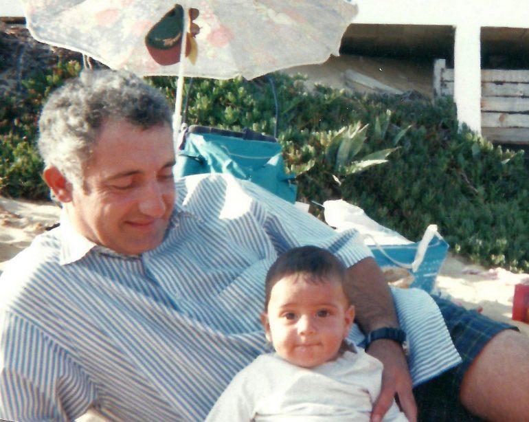 Na praia com o meu pai nos primórdios da minha infância (imagem Bernardo Castro)