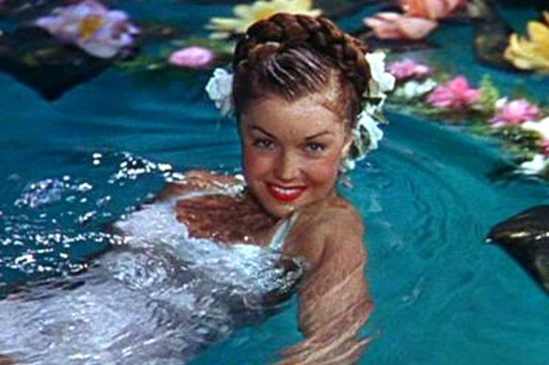 Esther Jane Williams (Inglewood, 8 de agosto de 1921 — Beverly Hills, 6 de junho de 2013), nadadora de competição e atriz norte-americana, famosa pelas cenas em piscina e no mar. (imagem do filme Bathing Beauty, 1944, Metro-Goldwyn-Mayer Studios)