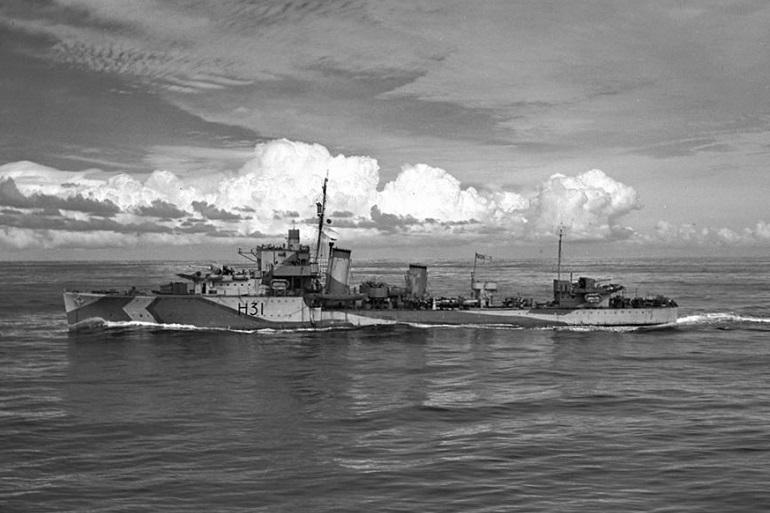 HMCS OTTAWA II durante a segunda Guerra Mundial, decorada com o esquema de pintura do Almirantado. (imagem RCN)