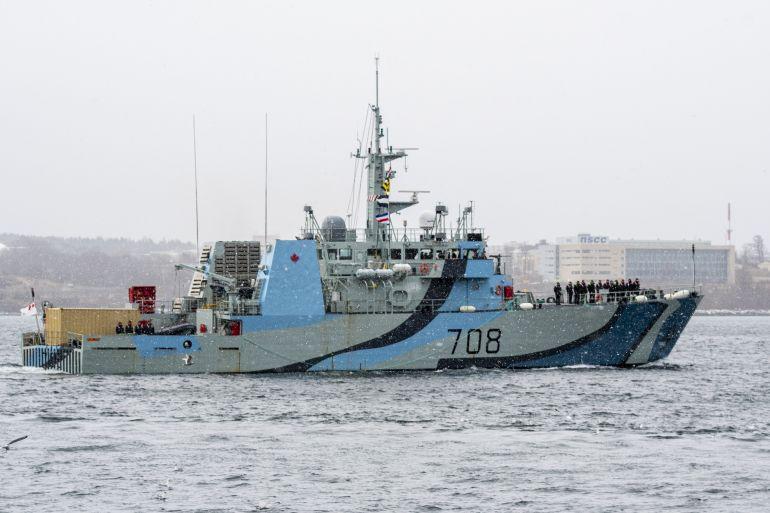 O HMCS MONCTON a deixar Halifax sob forte nevão, no passado dia 21 de janeiro, para tomar parte na operação multinacional CARIBE, de combate ao tráfico de droga. (imagem RCN)