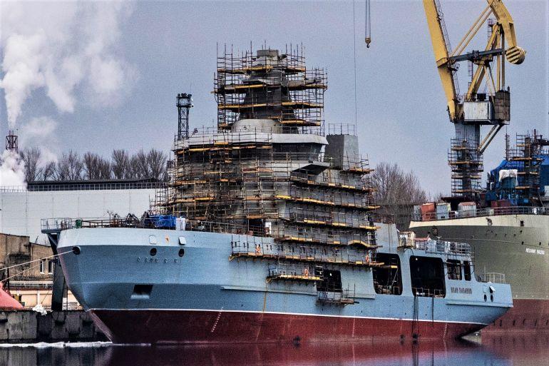 O quebra-gelos russo, IVAN PAPANIN em acabamento nos Estaleiros do Almirantado, em São Petersburgo, em março de 2021 (imagem Bestalex via wikimedia Commons)