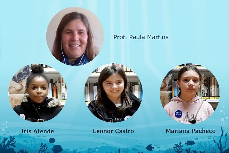 A professora Paula Martins e as alunas da equipa vencedora