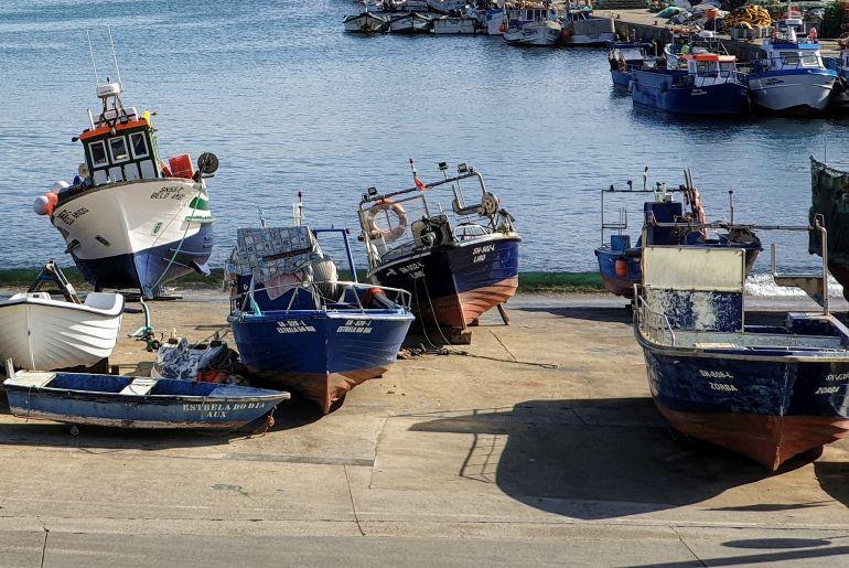 Embarcações de varadas na rampa do porto de pesca de Sines (imagem João Gonçalves)