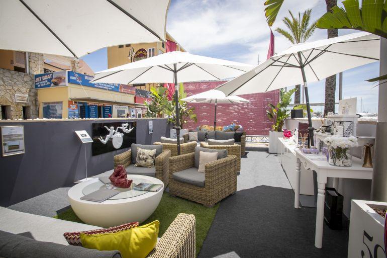 Um dos muitos locais de encontro entre clientes e expositores que vão estar disponíveis no evento (imagem Vilamoura Boat Show)