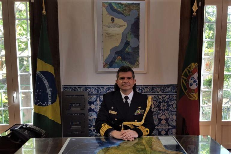 O Comandante Tozzini no seu gabinete, na Embaixada do Brasil, em Lisboa (D.R.)
