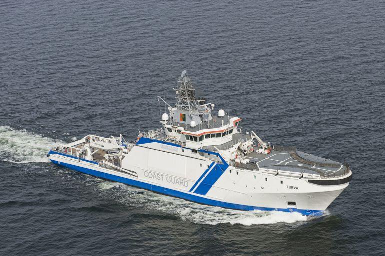 O navio patrulha finlandês KV TURVA. Neste navio, o convés de voo está situado no castelo de proa (imagem Guarda de Fronteira Finlandesa)