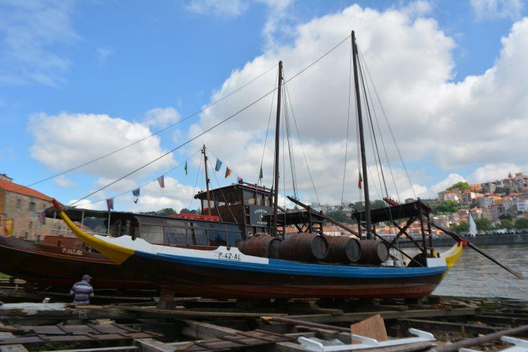 Os barcos rabelos no plano inclinado do estaleiro da Socrenaval(imagem Fernado Paiva Leal)