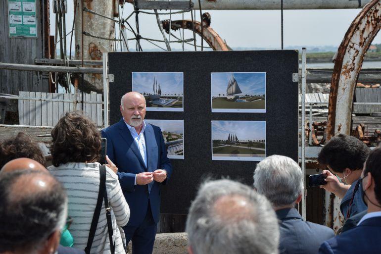 Fernando Caçoilo, a bordo do ARGUS, apresentou o projeto para o Navio-Museu ARGUS (imagem CM Ílhavo)