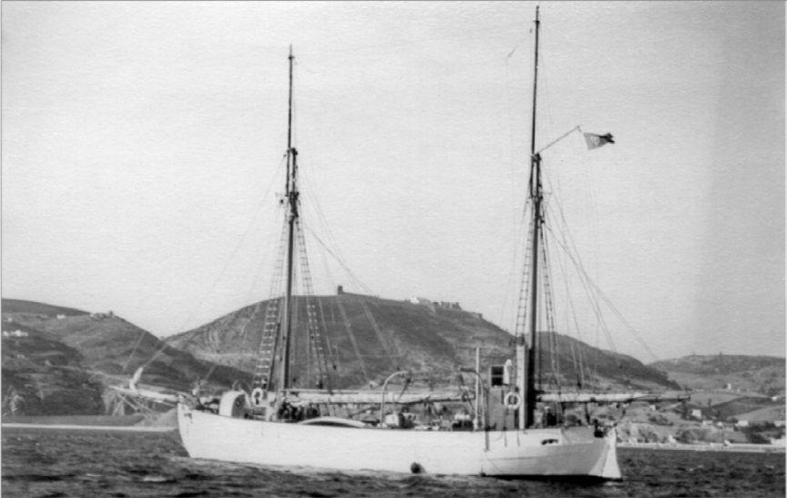 O NRP ALBACORA de 1924, frente a Sesimbra. (imagem MGP)