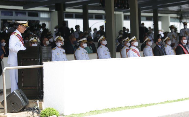 O Almirante de Esquadra Ilques Barbosa Junior usando da palavra. (imagem MB)