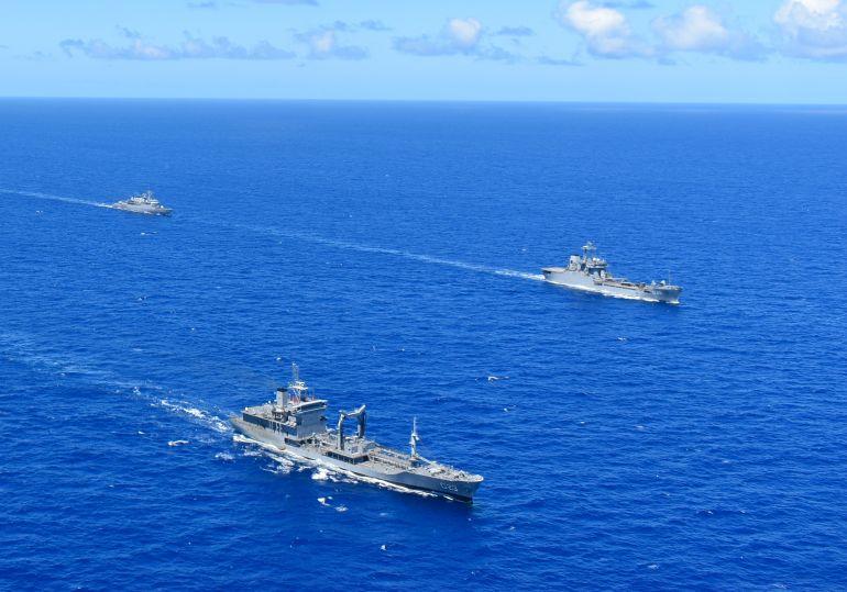 O navio reabastecedor de esquadra ALM GASTÃO DA MOTTA em exercícios com a esquadra brasileira. (imagem MB)