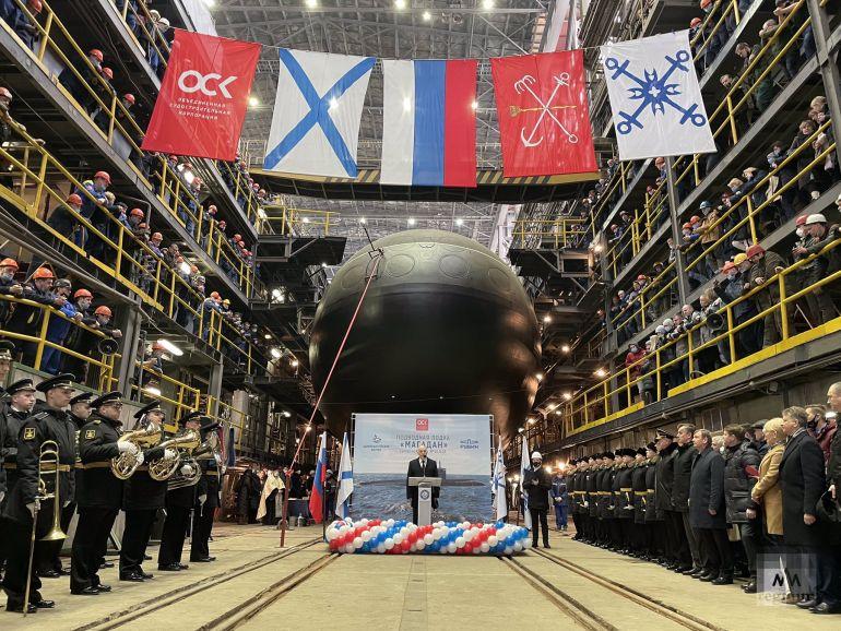 A cerimónia, no dia 26 de março de 2021, reuniu todos os operários que participaram na sua construção. (imagem Estaleiros do Almirantado, S. Petersburgo)