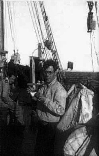 Alfredo Magalhães Ramalho a bordo do ALBACORA c. 1930 (imagem Instituto Camões)