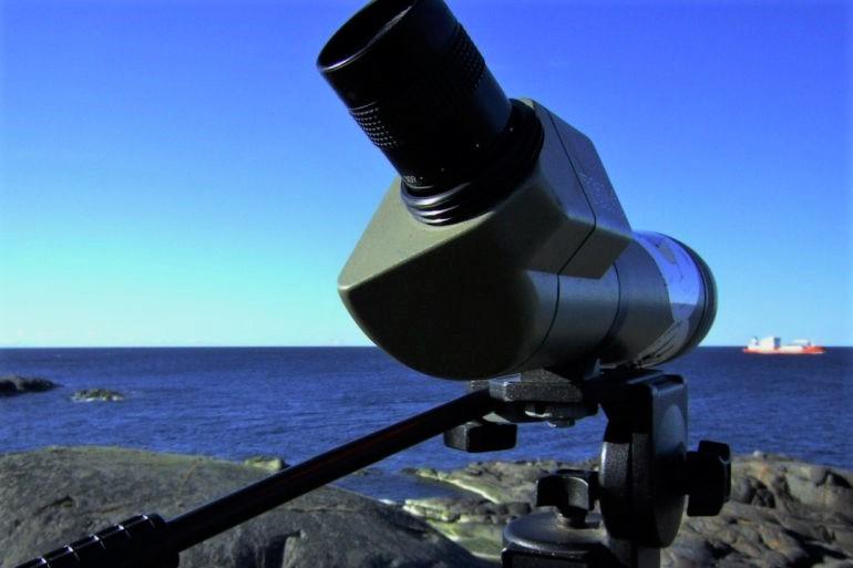Observando navios (imagem pxhere.com)