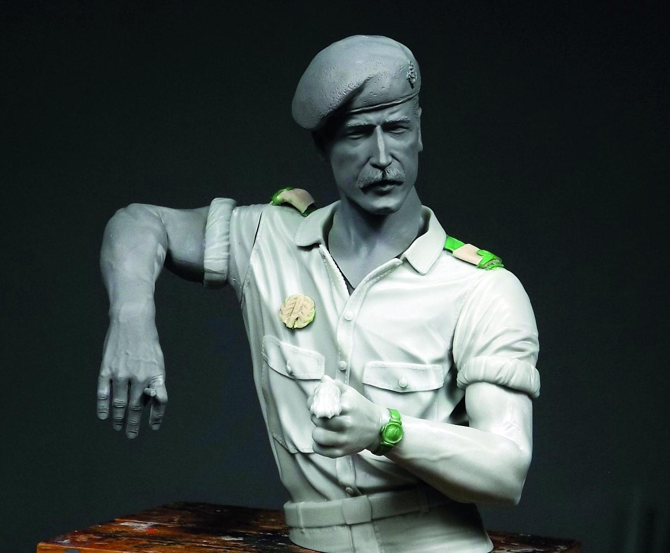 Metamorfose do marinheiro norte-americano para o fuzileiro português (imagem O modelo da Oerlikon pronto para a pintura (imagem Vitalino Chitas)
