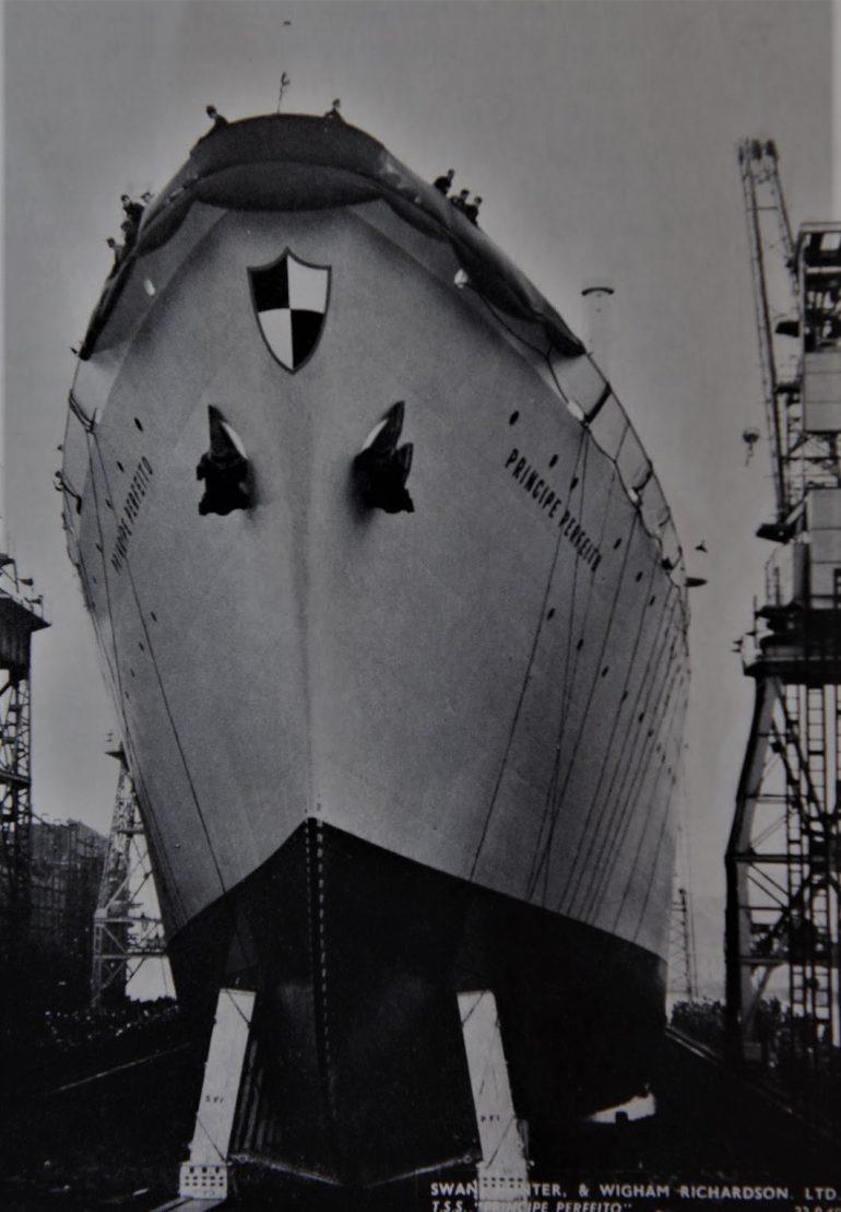 No dia 22 de setembro de 1960 houve festa em Newcastle. Nesse dia, nos estaleiros Swan Hunter era lançado à água o PRÍNCIPE PERFEITO, na altura o navio de passageiros mais caro exportado por Inglaterra para um país estrangeiro. (imagem coleção Luís Miguel Correia, todos os direitos reservados) Despacho 100