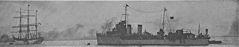 O NRP LIMA e o NE SAGRES II, amarrados à bóia no quadro dos navios de guerra no Tejo, em 1938. (imagem Revista de Marinha, D.R.)