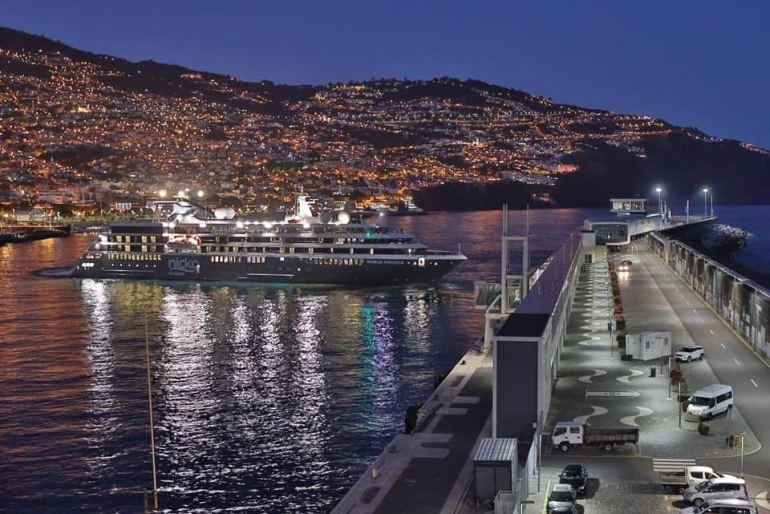 Na madrugada do dia 12 junho o WORLD VOYAGER largou do porto do Funchal, com 80 passageiros, para o segundo cruzeiro nas ilhas portuguesas. (imagem Postos da Madeira)